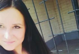 Elena, 25 - Just Me