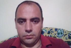 Vahag, 35 - Just Me