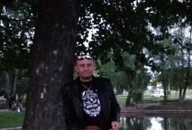 Dima, 42 - Just Me