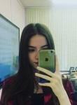 Vika, 18  , Saky