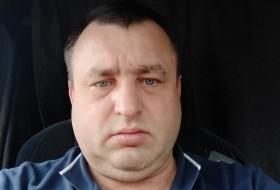Viktor , 48 - Just Me
