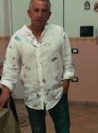 Roberto, 58  , Napoli