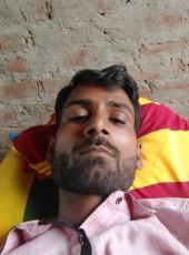 Santlal Chauhan, 18, India, Basti