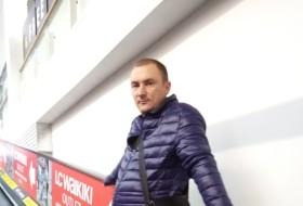 Viktor , 38 - Just Me
