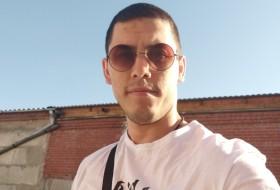 Rinat, 26 - Just Me