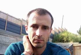 Viktor, 32 - Just Me