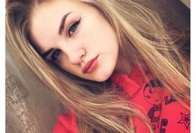 Sanya, 19 - Just Me