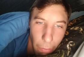 Brett , 18 - Just Me
