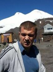 Yuriy, 46, Russia, Gubkinskiy