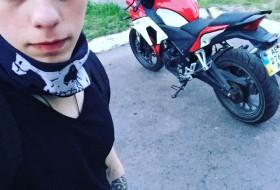 Dmitri, 22 - Just Me