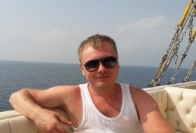 Roman, 32 - Just Me