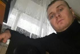 zhenya, 29 - Just Me