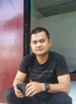 angga, 27, Ambon