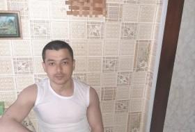 Mikhail, 26 - Just Me