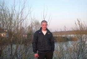 Artyem , 31 - Just Me