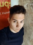 Oleg, 20, Saint Petersburg