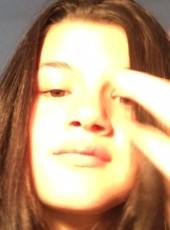 Alella, 19, Australia, Launceston