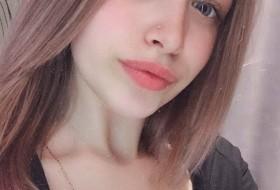 Vikki, 19 - Just Me