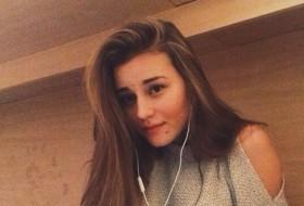 Yana, 24 - Just Me