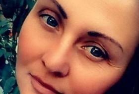 Alona, 31 - Just Me