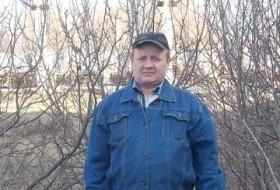 viktor, 55 - Just Me