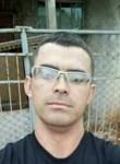 Emilio, 33, Campinas (Sao Paulo)