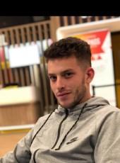 Arthur, 21, France, Angers