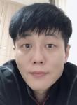 GG, 46  , Suwon-si