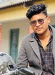 oyush, 18, Kathmandu