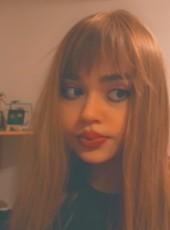 Amna, 19, Bosnia and Herzegovina, Sarajevo