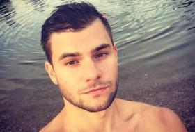 artem, 27 - Just Me
