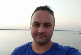 aslan, 36 - Just Me