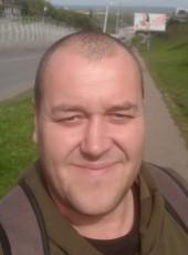 Aleksey, 40, Belarus, Maladzyechna