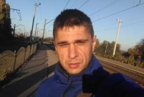 Denis, 31 - Just Me