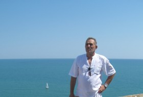 VIKTOR, 62 - Just Me