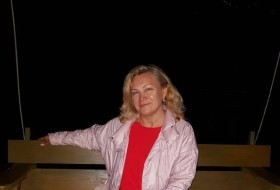 Larisa, 57 - Just Me