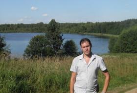 Mikhail, 34 - Just Me