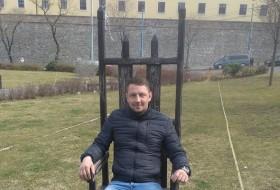 Milan, 35 - Just Me