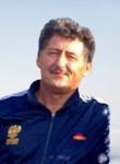 Yuriy , 62  , Borodino
