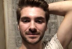 Luka, 19 - Just Me