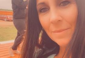 Dee, 40 - Just Me