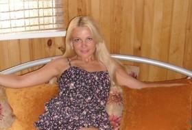 Yana, 44 - Just Me
