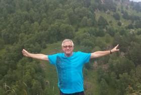 yuriy Lapshin, 69 - Just Me