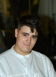 Adrián , 18  , L Hospitalet de Llobregat