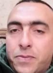 Malik, 40  , Bene Beraq