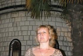 Alina, 57 - Just Me