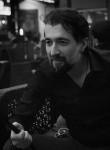 Oliveira, 42  , Paris