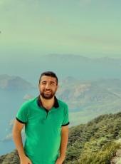 Tunç, 25, Turkey, Istanbul