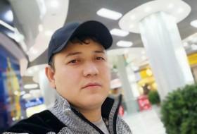 Bekhruz, 18 - Just Me