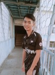 Apisit, 18, Sawang Daen Din